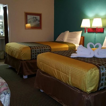 Inn Towne Lodge image